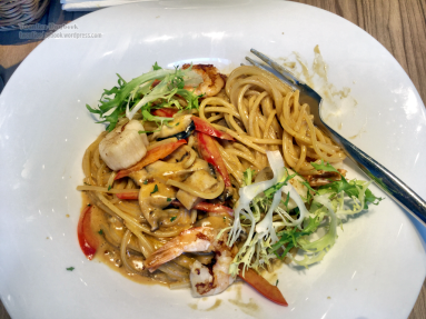 Prawns and scallops spaghetti with porcini sauce