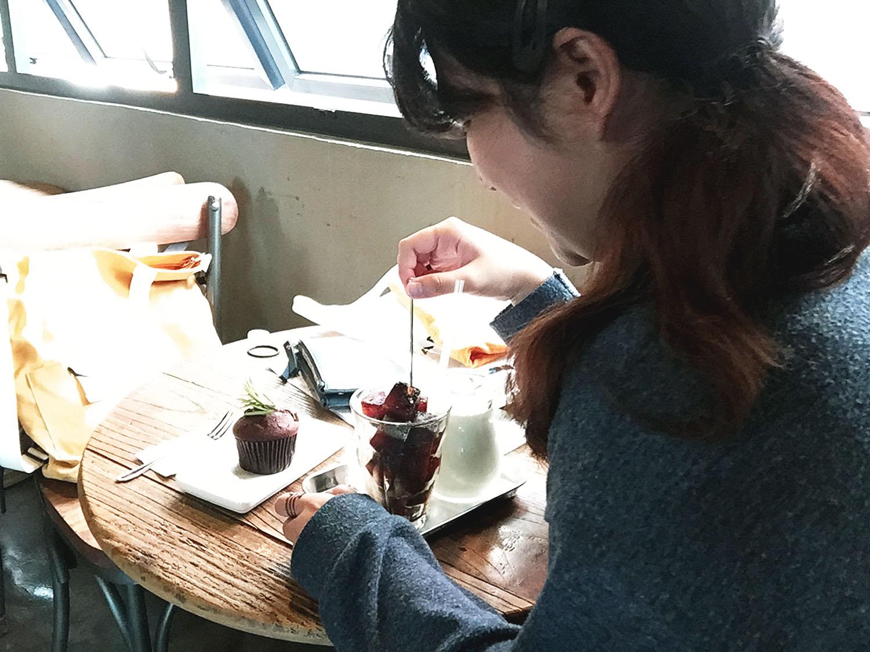 Day 4d - Hongdae 2 white coffee 7